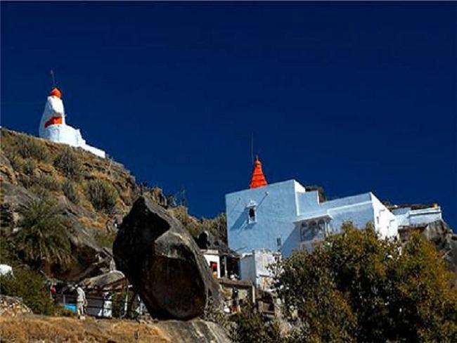 Dattatreya-Temple-on-Guru-Shikhar-peak